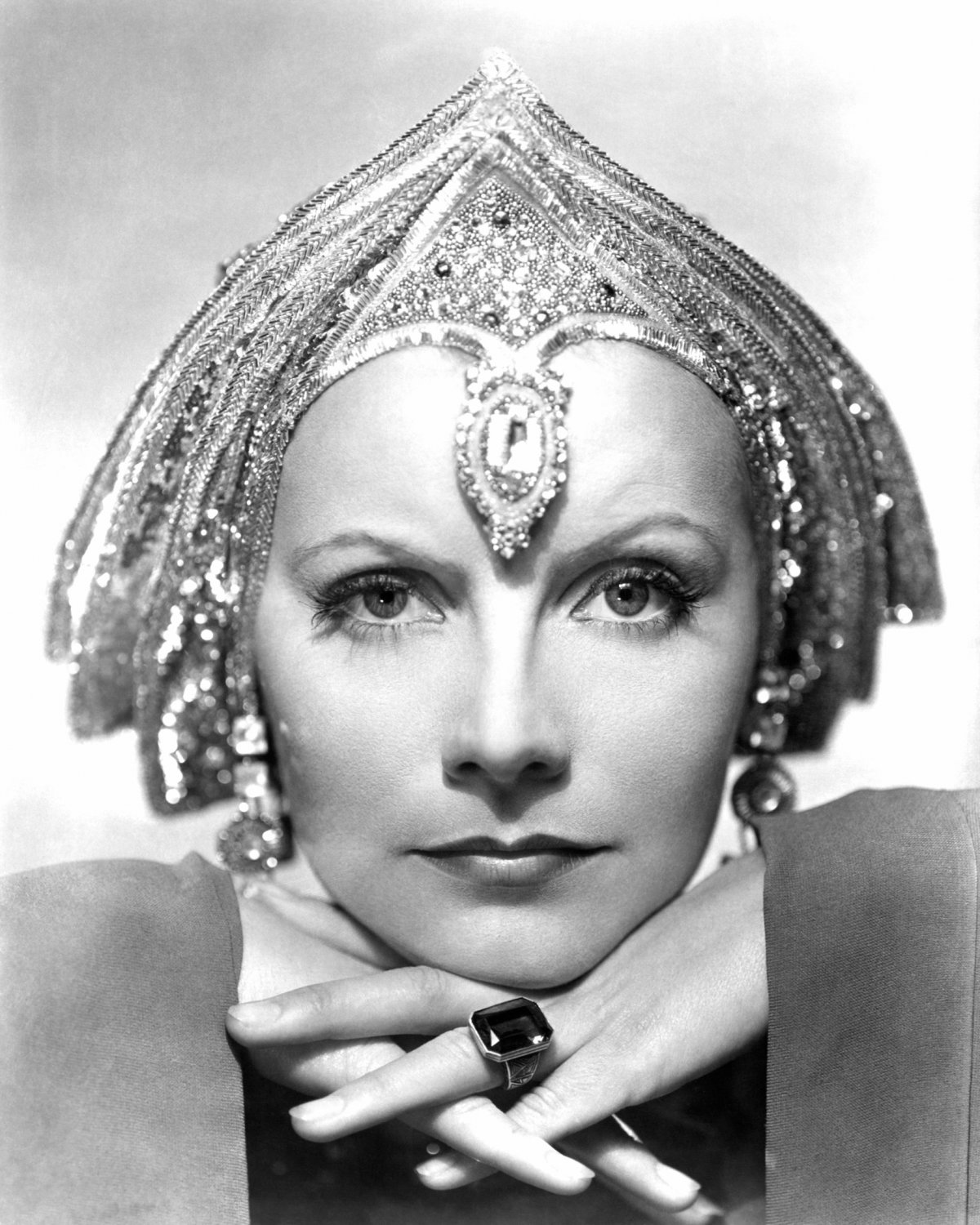 LEGENDARY ACTRESS GRETA GARBO IN 'MATA HARI' - 8X10 PUBLICITY PHOTO (AA-202)