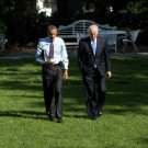 BARACK OBAMA & VICE-PRESIDENT JOE BIDEN WALK TO OVAL OFFICE 8X10 PHOTO (CC-038)