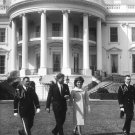 PRESIDENT JOHN F. KENNEDY & JACKIE ON THE WHITE HOUSE LAWN - 8X10 PHOTO (ZZ-502)