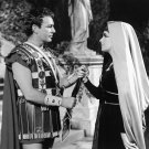 ELIZABETH TAYLOR AND RICHARD BURTON IN 'CLEOPATRA' 8X10 PUBLICITY PHOTO (DA-427)