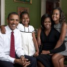 PRES. BARACK OBAMA WITH MICHELLE & DAUGHTERS SASHA & MALIA - 8X10 PHOTO (AA-117)