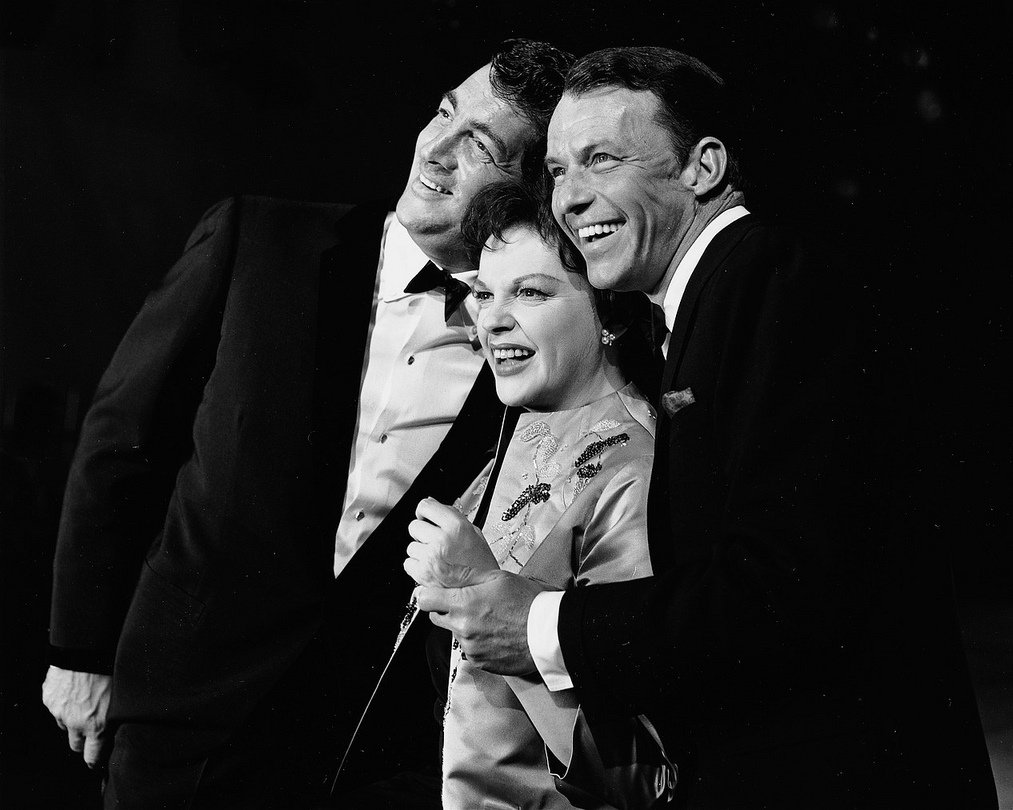 FRANK SINATRA & DEAN MARTIN ON 'JUDY GARLAND SHOW' SPECIAL - 8X10 PHOTO (AA-900)