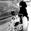 BOXER MUHAMMAD ALI TRAINS IN ZURICH WITH FAMILY IN TOW - 8X10 PHOTO (ZY-140)