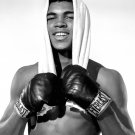 20 YEAR-OLD BOXER CASSIUS CLAY IN 1962 - 8X10 PHOTO (ZY-142)