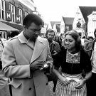 MUHAMMAD ALI SIGNS AUTOGRAPH IN VOLENDAM NETHERLANDS - 8X10 PHOTO (ZY-147)