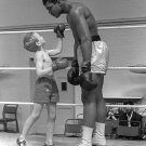 MUHAMMAD ALI SHARES TIME IN THE RING WITH A KID - 8X10 PUBLICITY PHOTO (ZY-155)