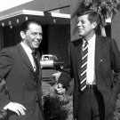 SENATOR JOHN F. KENNEDY & FRANK SINATRA AT THE SANDS 1960 - 8X10 PHOTO (AA-268)