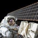 ASTRONAUT SCOTT KELLY PERFORMS SPACEWALK OUTSIDE ISS - 8X10 NASA PHOTO (BB-786)