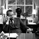 PRESIDENT RICHARD M. NIXON AT HIS DESK IN THE OVAL OFFICE - 8X10 PHOTO (BB-359)