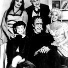 'THE MUNSTERS' CAST OF THE CBS TELEVISION PROGRAM 8X10 PUBLICITY PHOTO (BB-563)