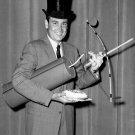 HOST BOB BARKER ON TV SHOW 'TRUTH OR CONSEQUENCES' 8X10 PUBLICITY PHOTO (DA-517)