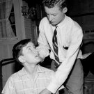 EDDIE HASKELL TEASES BEAVER 'LEAVE IT TO BEAVER' - 8X10 PUBLICITY PHOTO (BB-390)