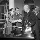 EISENHOWER PRESENTS HARMON AWARD TO CHUCK YEAGER & JACQUELINE COCHRAN - 8X10 PHOTO (EP-855)