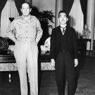 GENERAL DOUGLAS MACARTHUR MEETS W/ JAPANESE EMPEROR HIROHITO 8X10 PHOTO (EP-953)