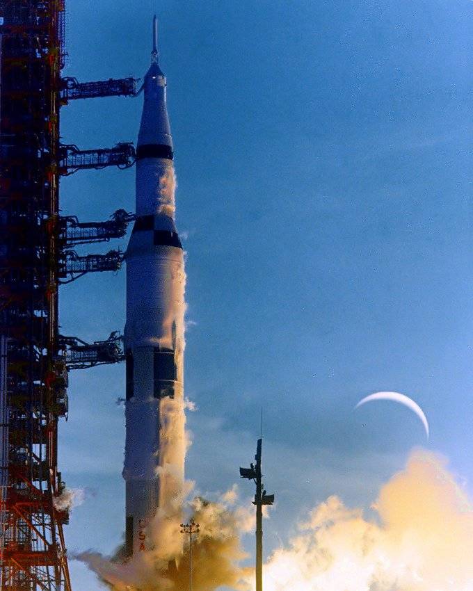 APOLLO 8 SATURN V LIFTS OFF WITH MOON DOUBLE-EXPOSED - 8X10 NASA PHOTO (ZZ-142)