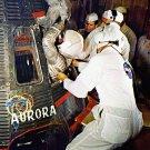MERCURY ASTRONAUT SCOTT CARPENTER CLIMBS IN AURORA 7 - 8X10 NASA PHOTO (BB-643)
