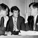 PRESIDENT JOHN F KENNEDY W/ BROTHERS ROBERT & EDWARD IN 1962 8X10 PHOTO (AZ-031)