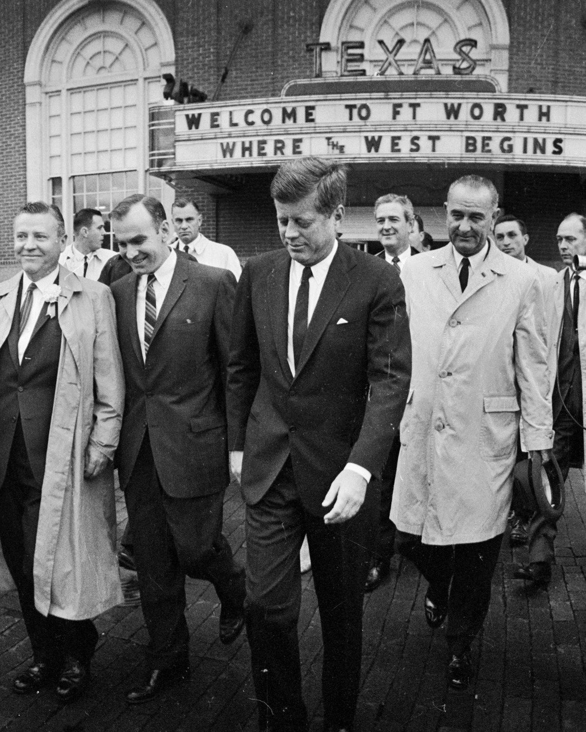 PRESIDENT JOHN F. KENNEDY LEAVES THE HOTEL TEXAS IN FORT WORTH 11/22/63 8X10 PHOTO (BB-263)