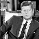 PRESIDENT JOHN F KENNEDY INTERVIEWED @ WHITE HOUSE IN 1962 - 8X10 PHOTO (AZ-043)