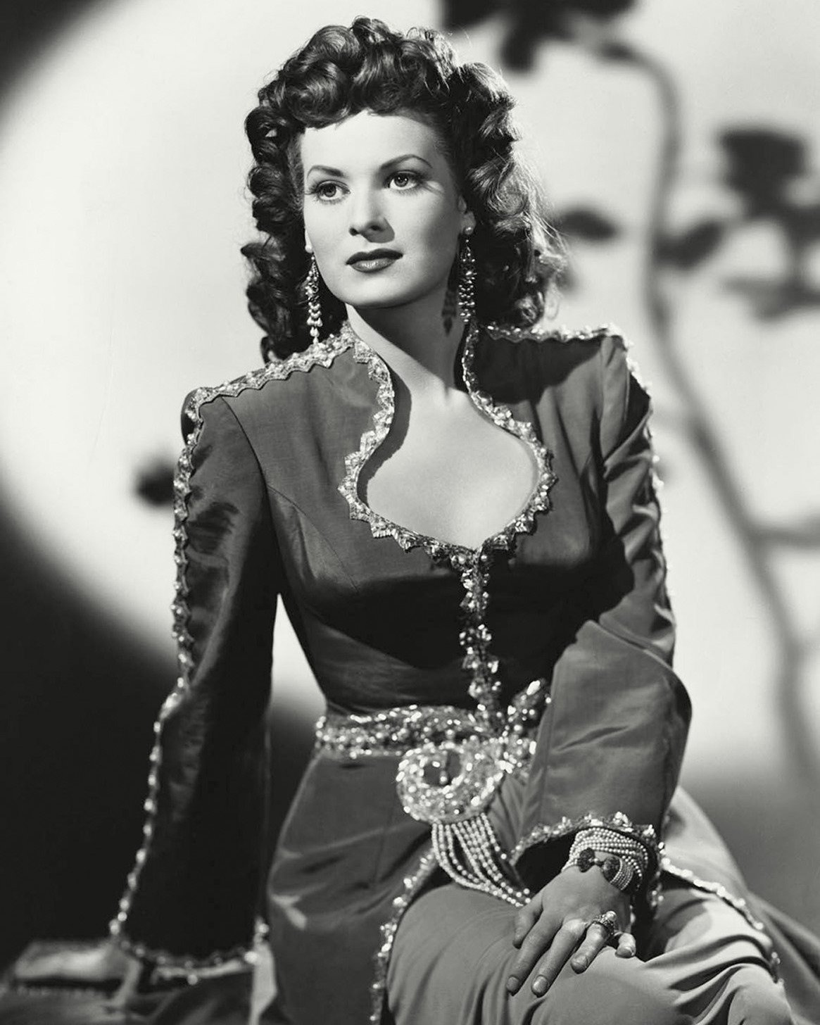 "MAUREEN O'HARA AS ""SHIREEN"" IN 'SINBAD THE SAILOR' 8X10 PUBLICITY PHOTO (ZY-013)"
