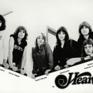 'HEART' ANN AND NANCY WILSON LEGENDARY ROCK BAND - 8X10 PUBLICITY PHOTO (ZY-033)