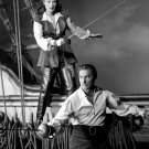 ERROL FLYNN & MAUREEN O'HARA 'AGAINST ALL FLAGS' - 8X10 PUBLICITY PHOTO (ZY-051)