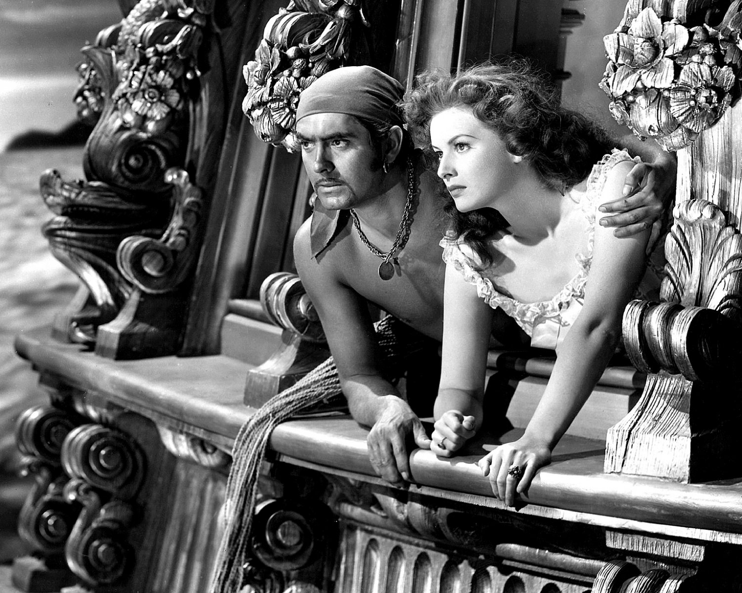 TYRONE POWER & MAUREEN O'HARA IN 'THE BLACK SWAN' 8X10 PUBLICITY PHOTO (ZY-068)