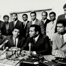 JIM BROWN & MUHAMMAD ALI w/ OTHER ATHLETES THE 'ALI SUMMIT' 8X10 PHOTO (ZY-205)