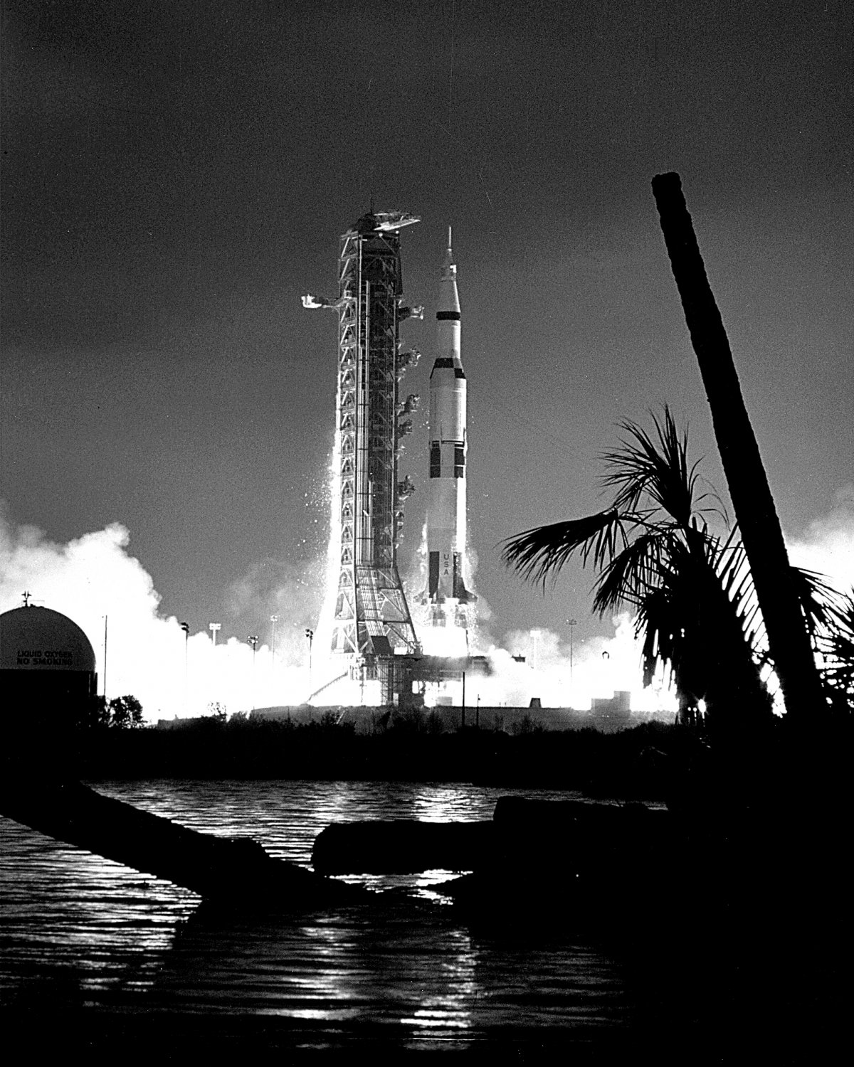 LAUNCH OF APOLLO 14 FROM LAUNCH COMPLEX 39A - 8X10 NASA ...