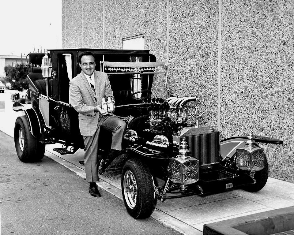 """GEORGE BARRIS AUTOMOBILE DESIGNER WITH THE """"MUNSTER KOACH"""" 8X10 PHOTO (BB-886)"""