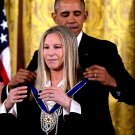 BARACK OBAMA PRESENTS PRESIDENTIAL MEDAL TO BARBRA STREISAND 8X10 PHOTO (CC-026)
