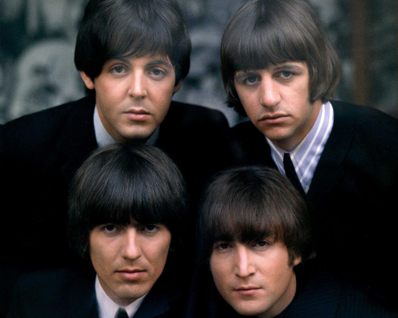 THE BEATLES PAUL McCARTNEY, JOHN LENNON, RINGO STARR & GEORGE HARRISON - 8X10 PHOTO (BB-791)