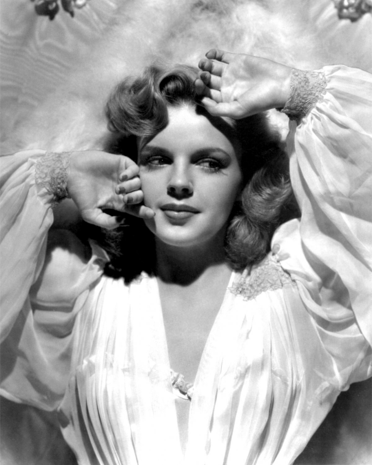 JUDY GARLAND IN THE MUSICAL 'PRESENTING LILY MARS' 8X10 PUBLICITY PHOTO (BB-935)