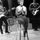 "PATTY DUKE SINGS ""FUNNY LITTLE BUTTERFLIES"" ON 'SHINDIG!' - 8X10 PUBLICITY PHOTO (BB-950)"