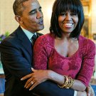 BARACK OBAMA SINGS 'HAPPY BIRTHDAY' TO FIRST LADY MICHELLE - 8X10 PHOTO (CC-087)