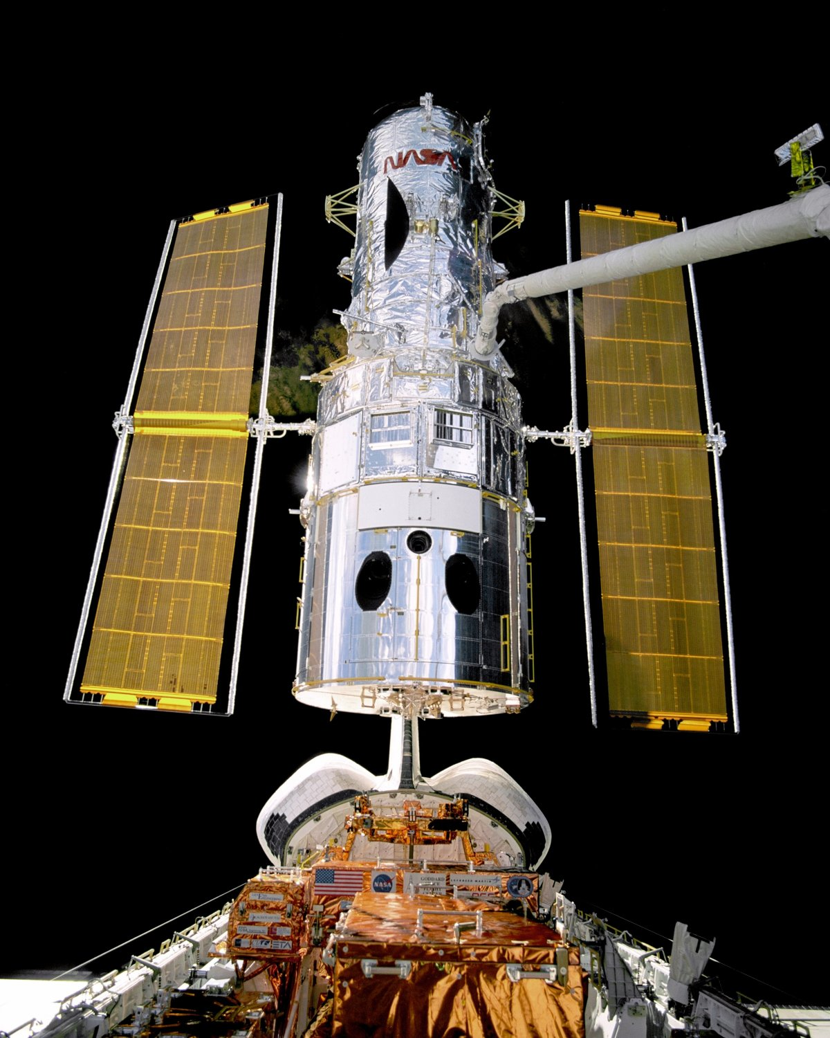HUBBLE TELESCOPE REPAIR SPACE SHUTTLE DISCOVERY STS-82 8X10 NASA PHOTO (EP-206)