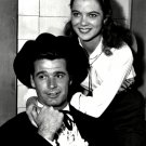 JAMES GARNER & LOUISE FLETCHER IN TVs 'MAVERICK' - 8X10 PUBLICITY PHOTO (DA-122)