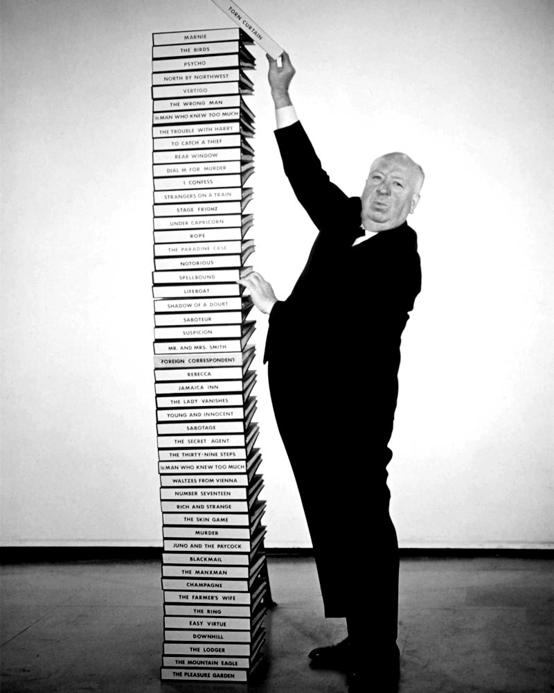 ALFRED HITCHCOCK DIRECTS 50th FILM 'TORN CURTAIN' 8X10 PUBLICITY PHOTO (DD-003)