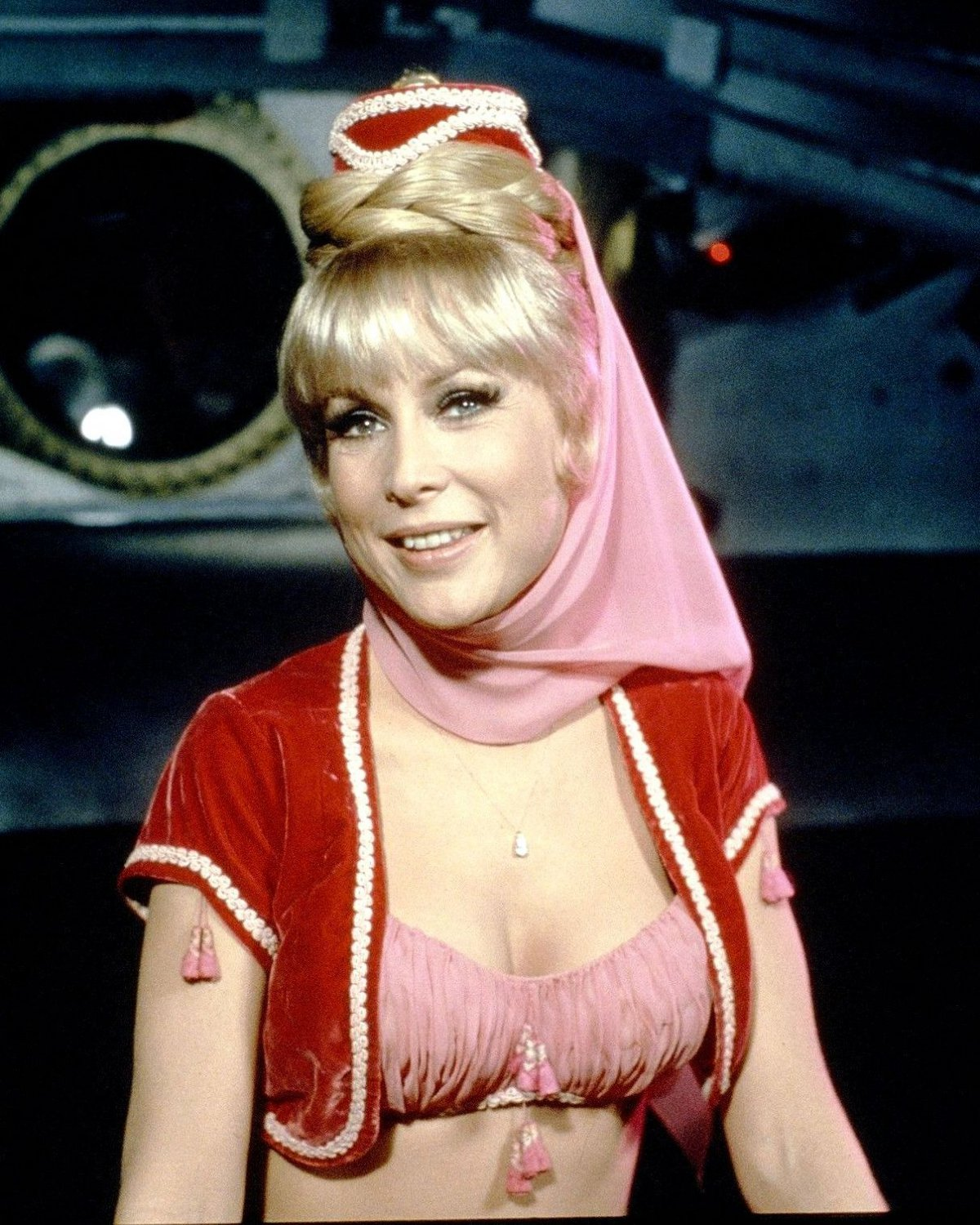 BARBARA EDEN IN 'I DREAM OF JEANNIE' - 8X10 PUBLICITY PHOTO (XBB-991)