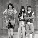 MILTON BERLE w/ SONNY AND CHER ON 'THE HOLLYWOOD PALACE' - 8X10 PHOTO (DA-705)