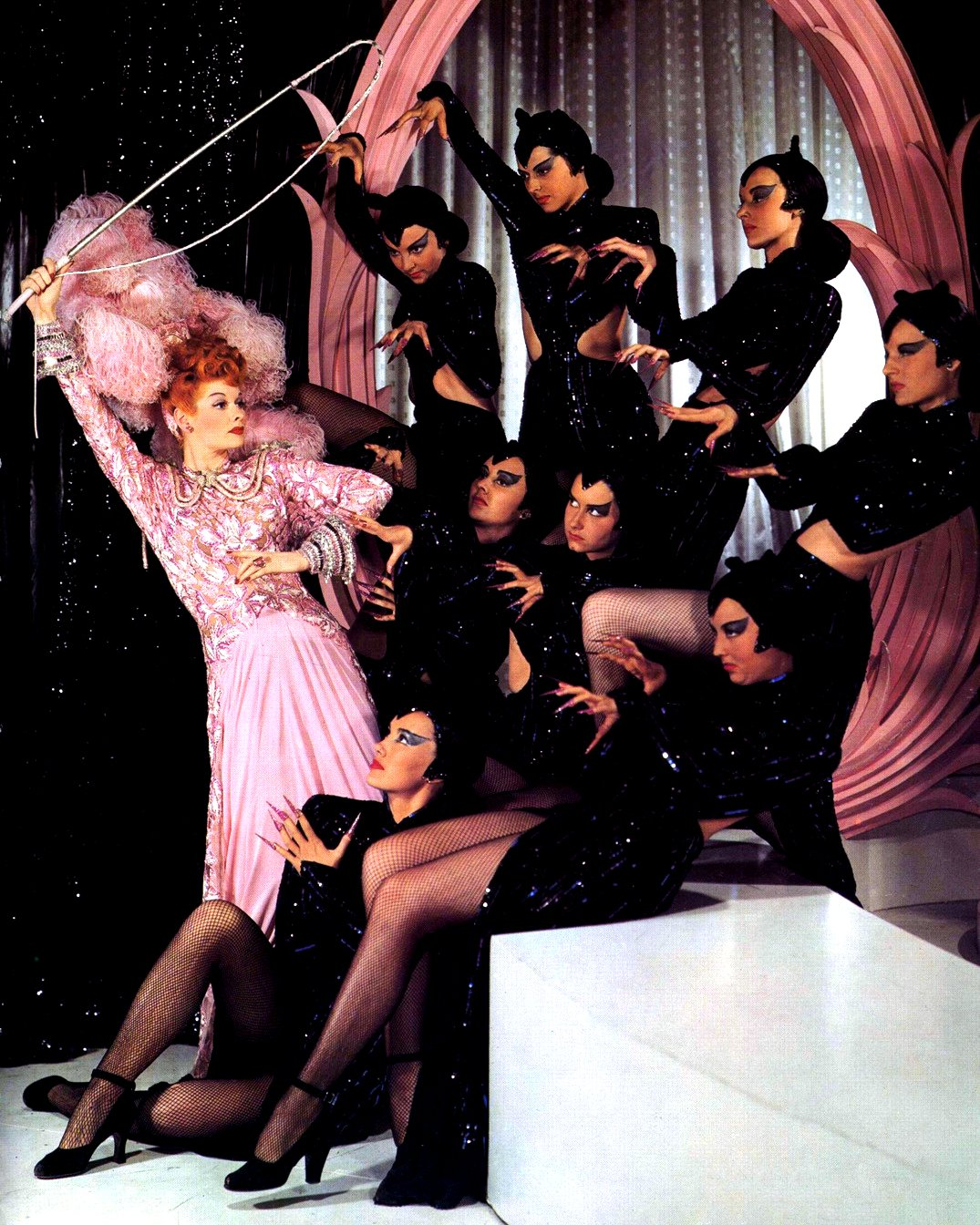 LUCILLE BALL IN MUSICAL COMEDY 'ZIEGFELD FOLLIES' 8X10 PUBLICITY PHOTO (DD-066)