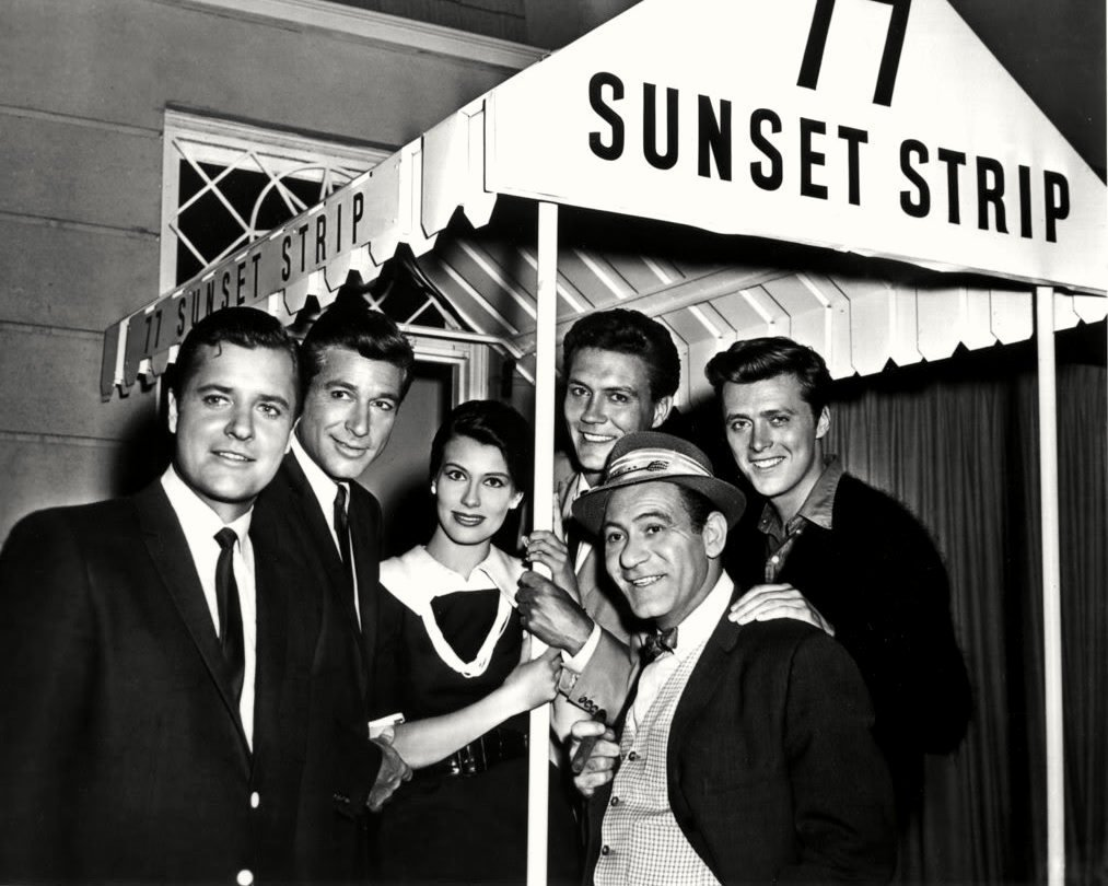 "THE CAST FROM THE TV SERIES ""77 SUNSET STRIP"" - 8X10 PUBLICITY PHOTO (AA-695)"
