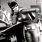 YVONNE CRAIG AS 'BATGIRL' IN TV SERIES 'BATMAN' - 8X10 PUBLICITY PHOTO (DD-079)