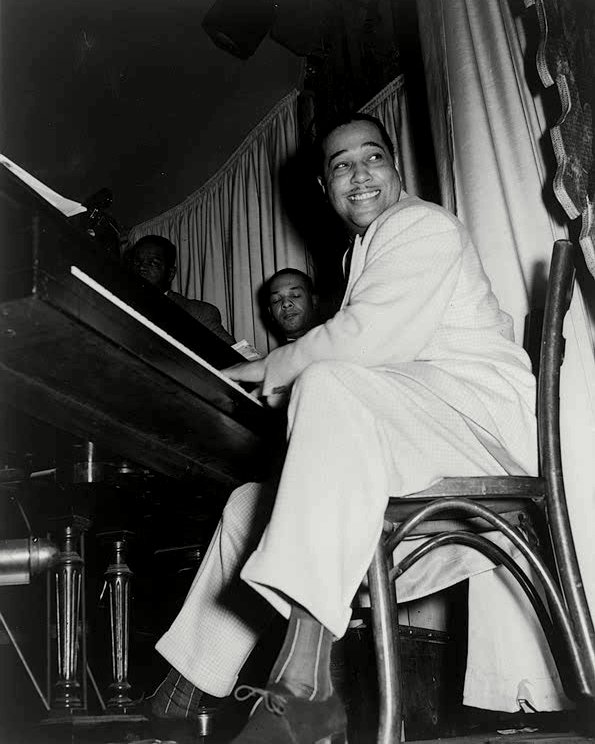 DUKE ELLINGTON AT THE HURRICANE CLUB IN 1943 BANDLEADER - 8X10 PHOTO (BB-436)