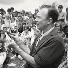 PETE SEEGER AT THE NEWPORT FOLK FESTIVAL IN 1966 - 8X10 PUBLICITY PHOTO (ZY-195)