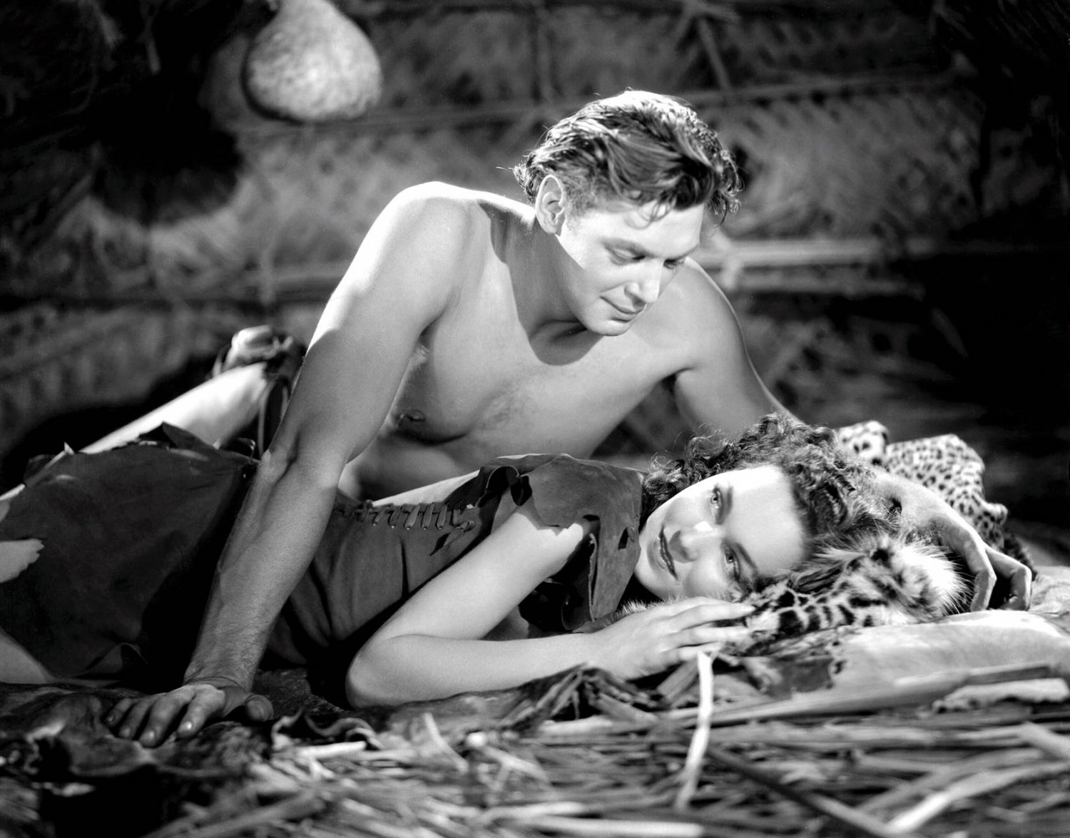 JOHNNY WEISSMULLER & MAUREEN O'SULLIVAN IN 'TARZAN ESCAPES' - 8X10 PUBLICITY PHOTO (AB-136)