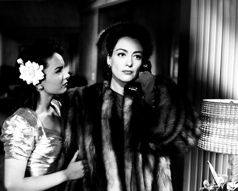 ANN BLYTH AND JOAN CRAWFORD IN 'MILDRED PIERCE' - 8X10 PUBLICITY PHOTO (EE-011)