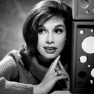 MARY TYLER MOORE LEGENDARY TELEVISION ACTRESS - 8X10 PUBLICITY PHOTO (EE-024)