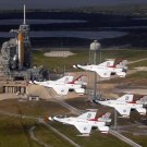 USAF THUNDERBIRDS FLY PAST SHUTTLE ENDEAVOUR AT LAUNCH PAD - 8X10 PHOTO (EE-117)