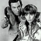 DON ADAMS AND BARBARA FELDON IN 'GET SMART' - 8X10 PUBLICITY PHOTO (EE-037)